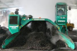 堆肥をうね状に仕立てる